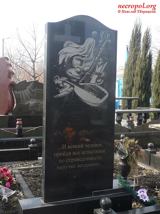 Купить памятник на могилу в нижнем новгороде Памятник Скала с колотыми гранями Чкаловск